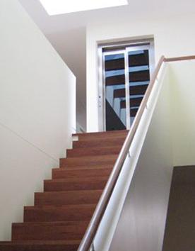 Hausaufzug Feuerberg elegant integriert in einem Einfamilienhau
