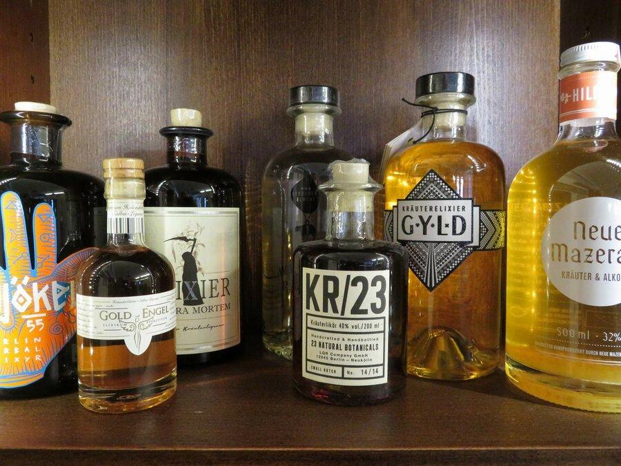 Flaschen aus unserem Kräuterlikörmuseum, ©Stephan Becker, Brüssow