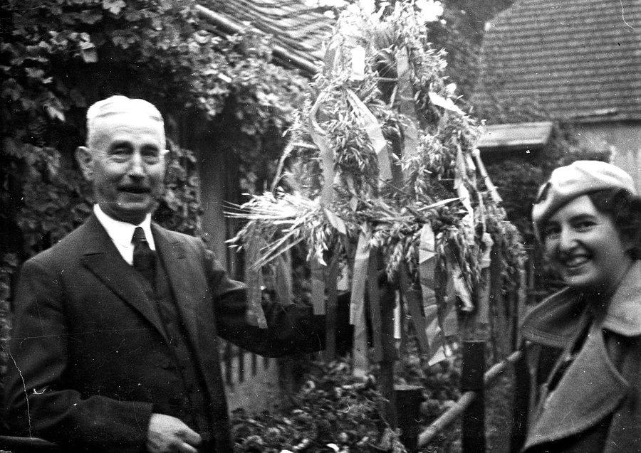 Vater Wilhelm Botzke mit seiner Tochter Maragrete Botzke-Maier