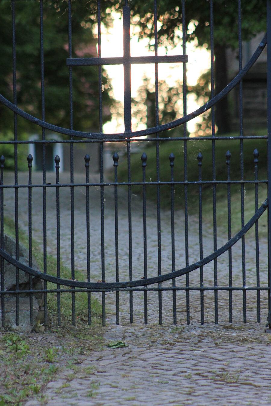 Zugang zur Kirche Lodersleben