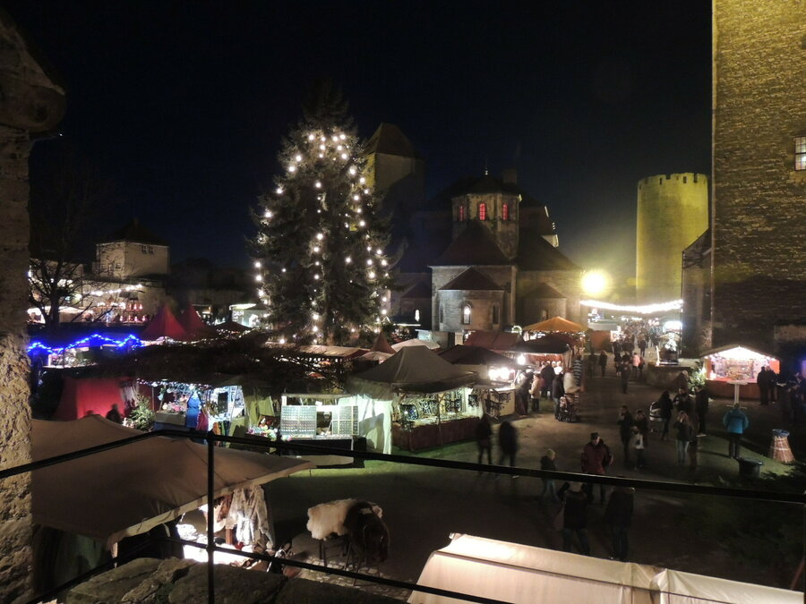 Weihnachtszauber im Burghof