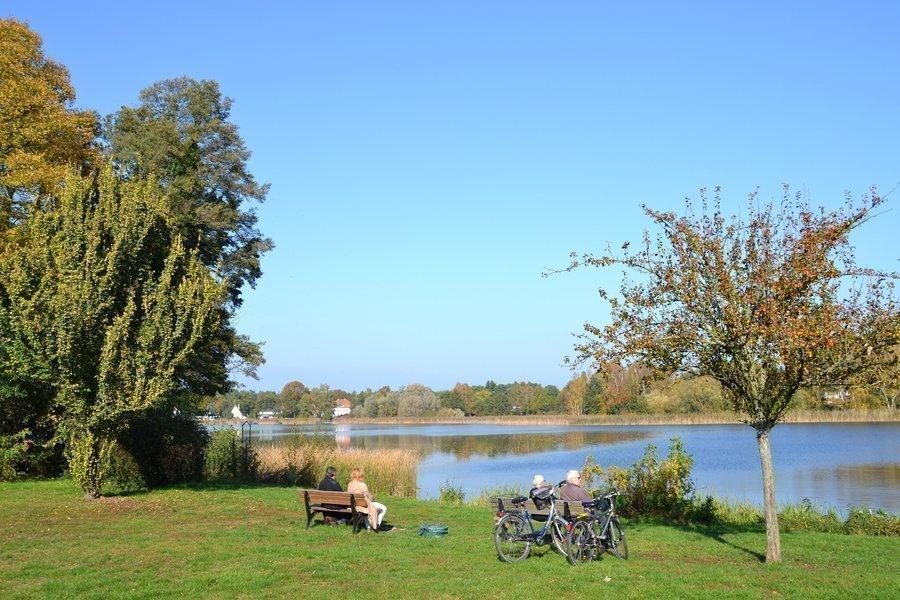 Unser Bild zeigt den Falkenhagener See im Bereich des Spielplatzes am Zugang über die Kantstraße.