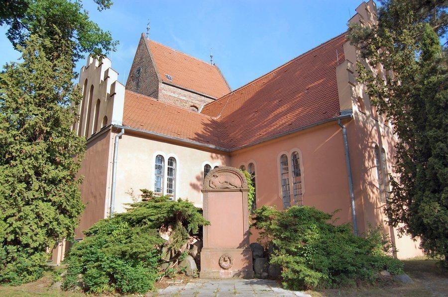 Unser Bild zeigt die Seegefelder Kirche in der Bahnhofstraße.