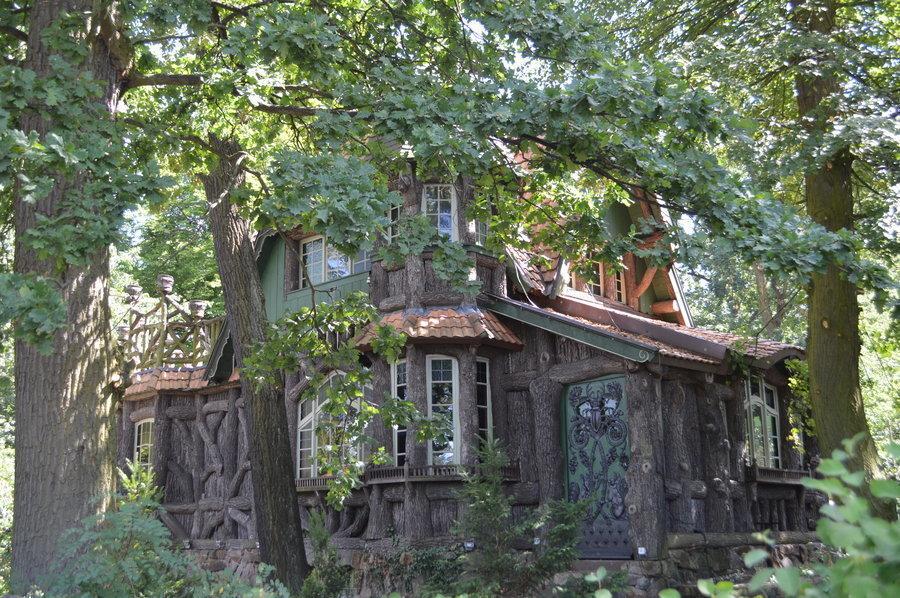 Das Hexenhaus befindet sich im Poetenweg.