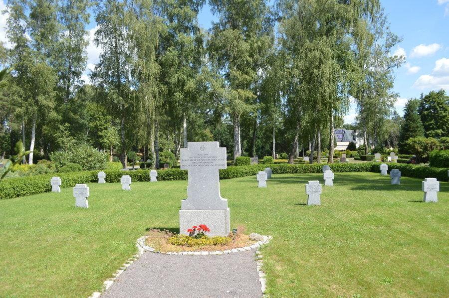 Eine Übersicht über die Denkmäler in Falkensee bietet die Denkmalliste des Landes Brandenburg für das Havelland.