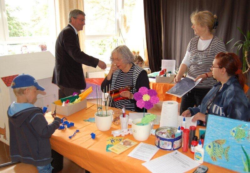 Bürgermeister Heiko Müller besucht das Mehrgenerationenhaus des ASB