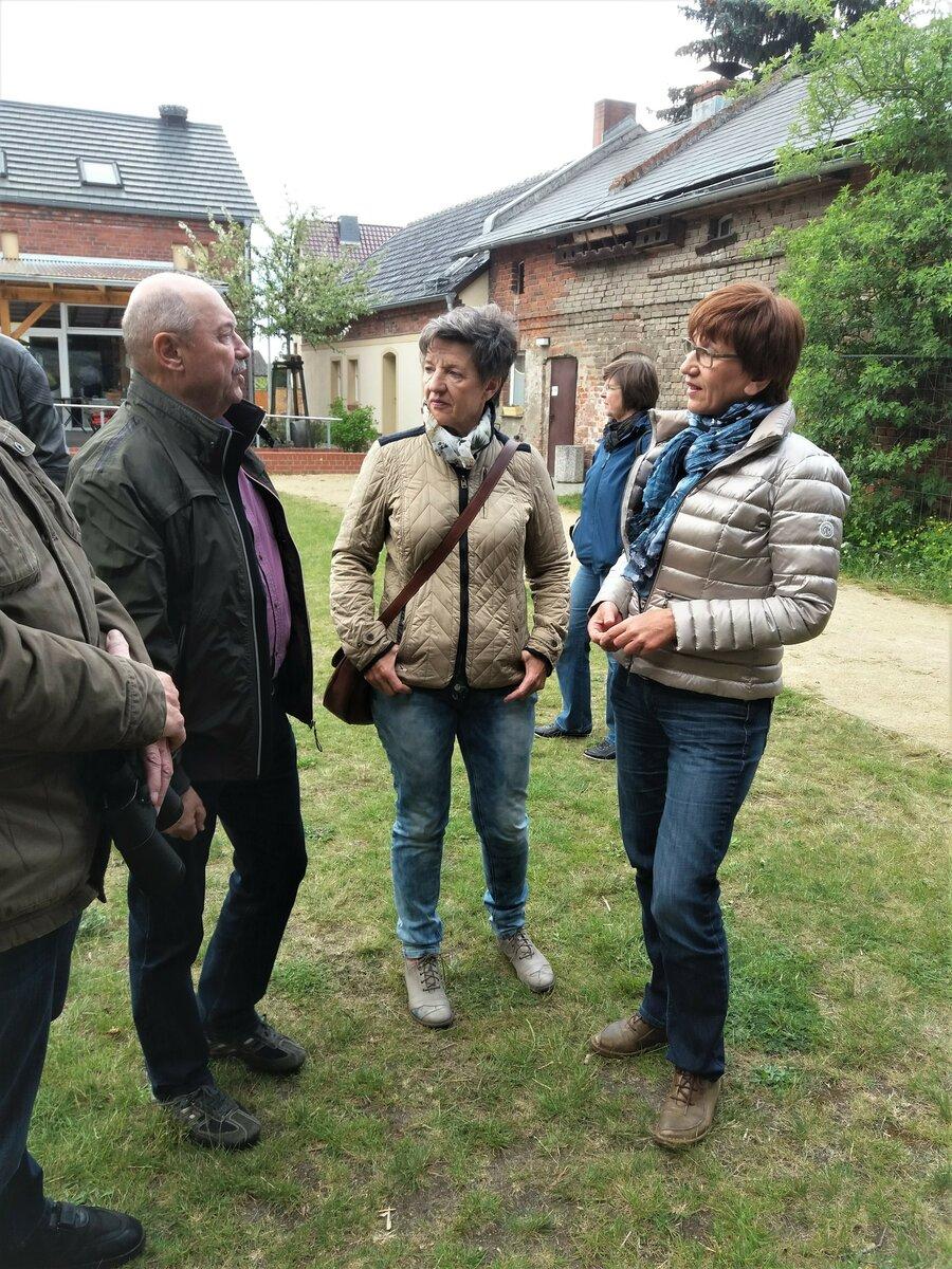 Besucher der Ausstellungen auf dem Spreeauenhof