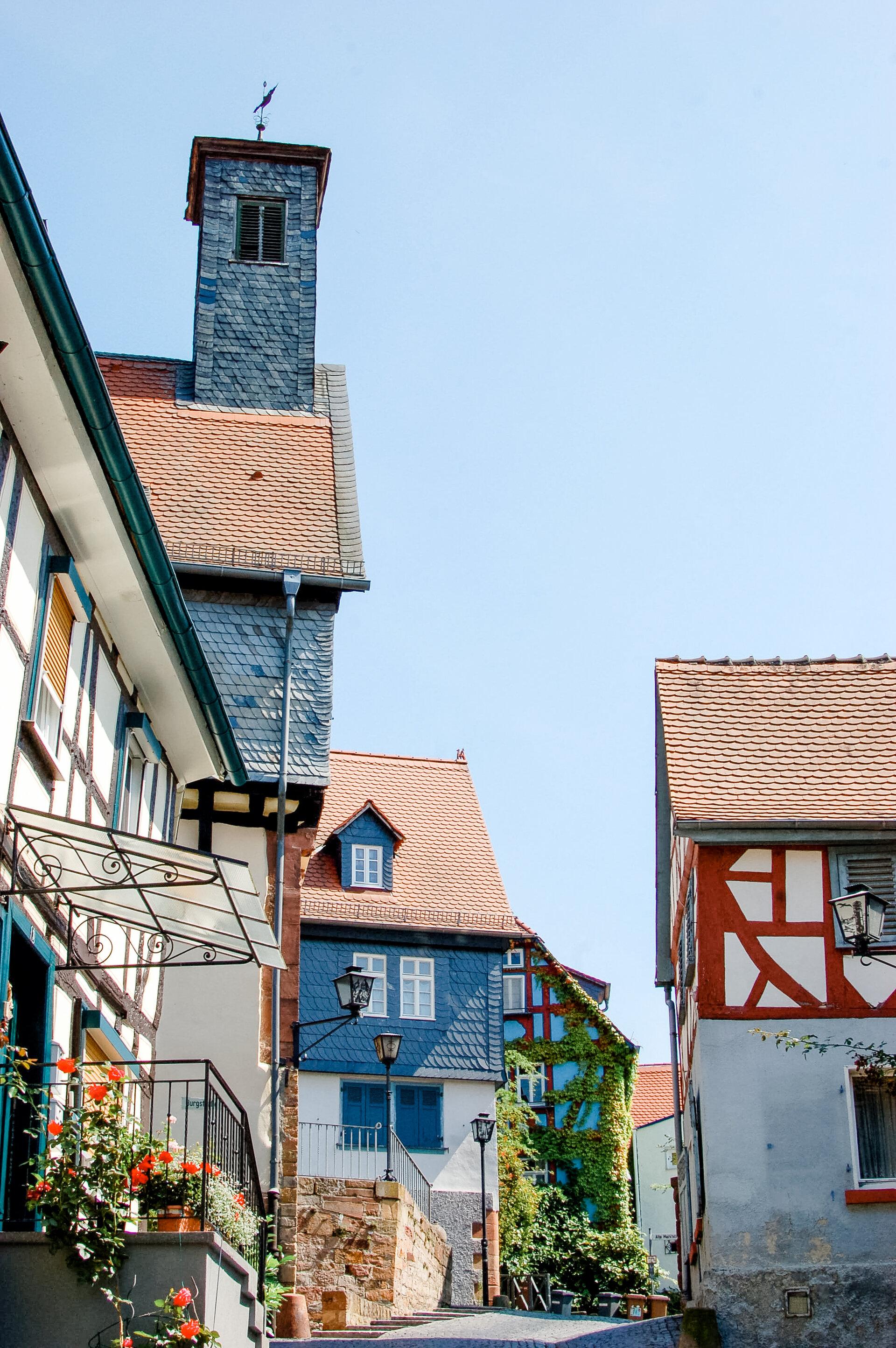 Blick auf den Turm des Alten Rathauses in Ortenberg