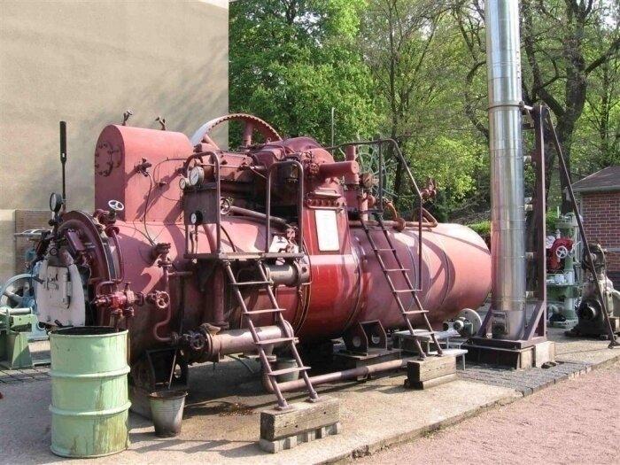 Lokomobile- Kesseldampfmaschine Baujahr 1952 von Buckau R. Wolf. Einzige betriebsfähige Dampfmaschine die an bestimmten Terminen unter Dampf vorgeführt wird.