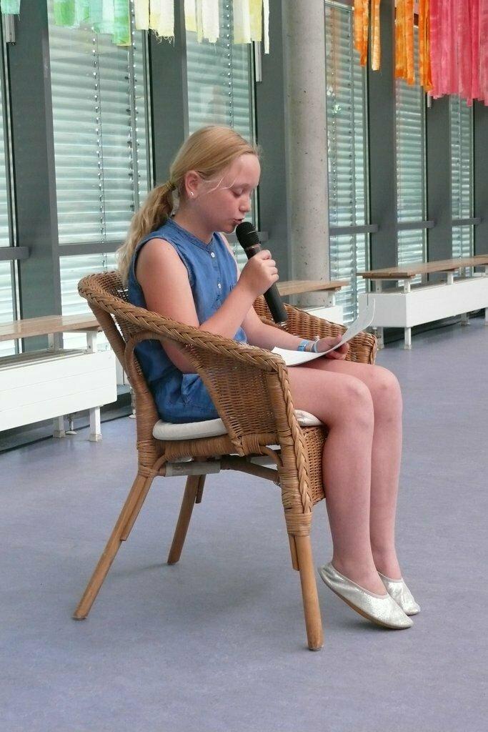 Mira liest ihren Text vor
