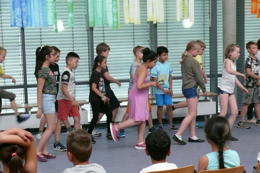 Tanzaufführung der Klasse 3