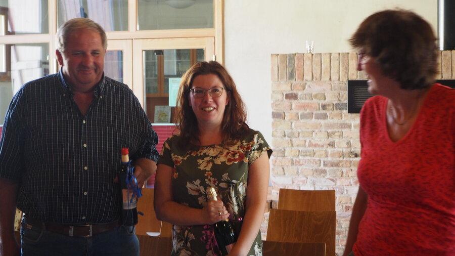 Evelin Sens dankte den beiden ausgeschiedenen Ortsbeiräten Anne Hübner und Detlef Hinze, Foto: S. Weber