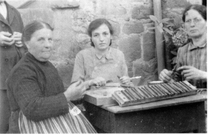 Zigarrenherstellung in Heimarbeit in Neuses
