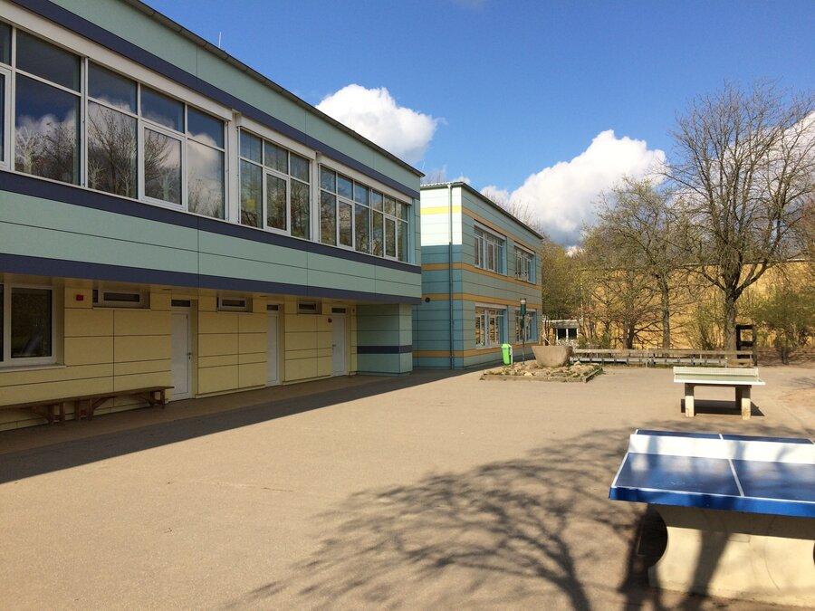Schulhof GBL