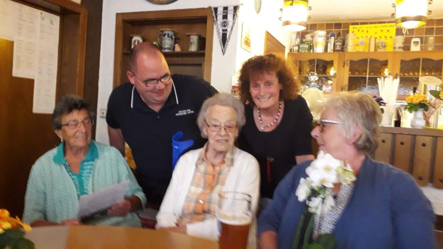 Wir sagen DANKE Martha. Im Bild - von links nach rechts: Rosemarie Morgenthum, Michael König, Martha Thomä, Heike Günther, Margit Brückner