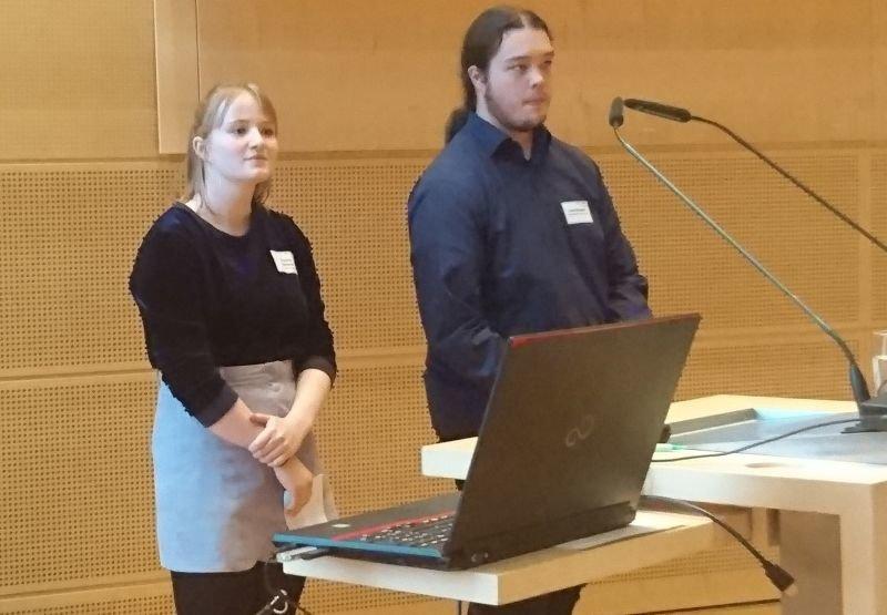 Franka und Lars (Q2) im Landhaus in Kiel Planung des Europatages 2017