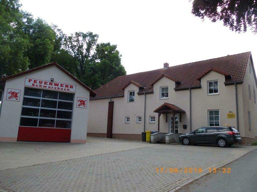Feuerwehr und Gemeindehaus Schwarzbach