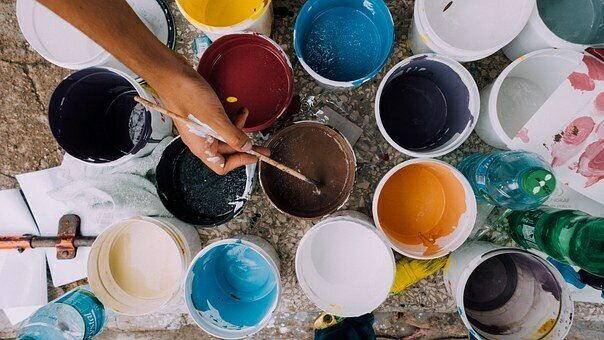 Bild zeigt Farbtöpfe; Quelle: Pixabay