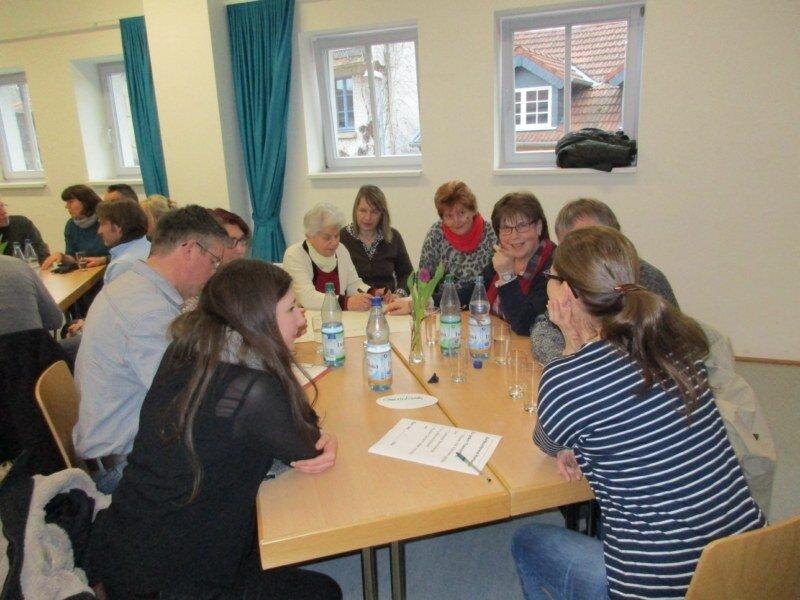 Arbeitsgruppen bei der Dorfkonferenz
