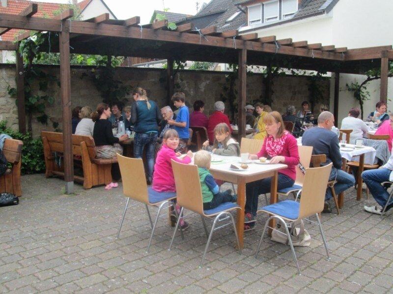 Im Dorfcafé, 28. Mai 2015 (Foto von R. Weingarth-Schenk)