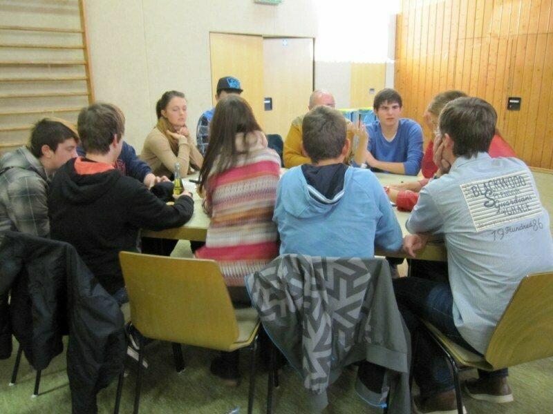 Die AG Kinder und Jugend diskutiert