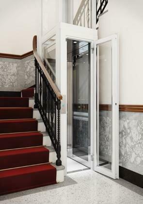 Homelift Design XS für schmale Treppenhäuser