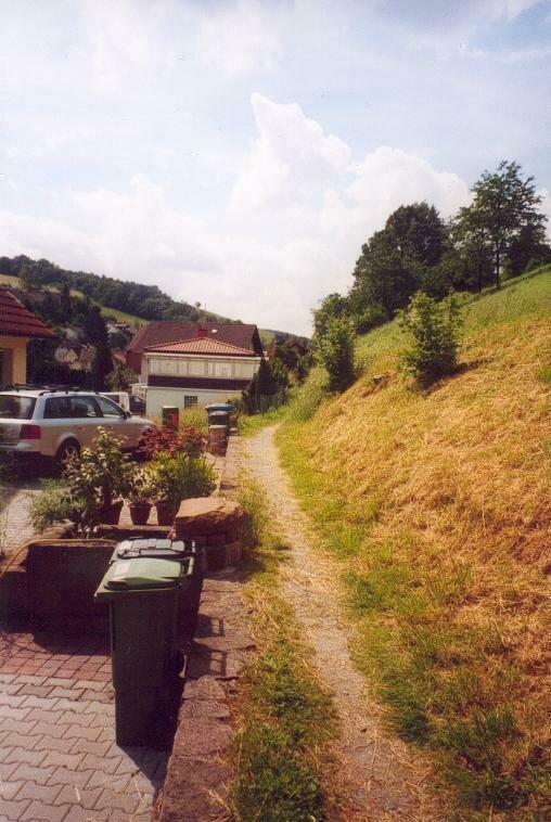 Ein wichtiges Ziel in der Dorferneuerung: eine Wegeverbindung durchs ganze Dorf, abseits der Bundesstraße