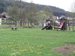 Der Spielplatz soll z.B. mit einer Seilbahn ergänzt werden