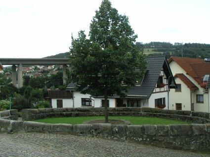 Die Freifläche an der ev. Kirche soll gestaltet werden