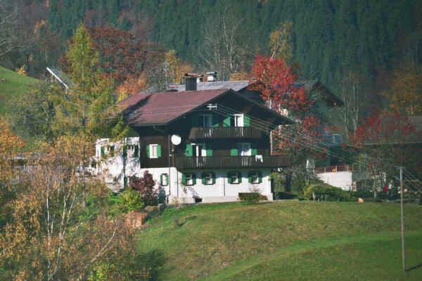 Berghaus im Sommer
