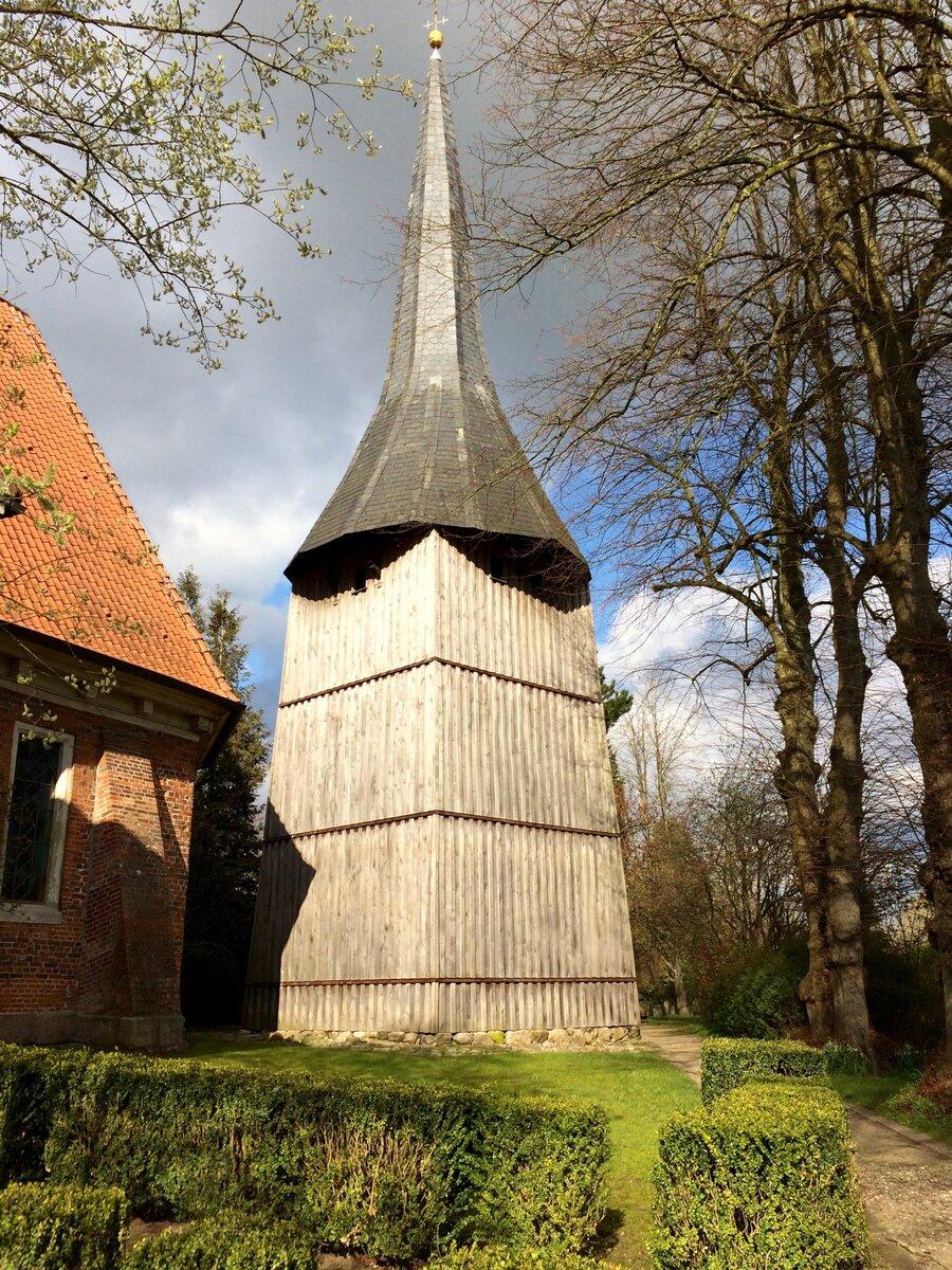 hölzerner Glockenturm