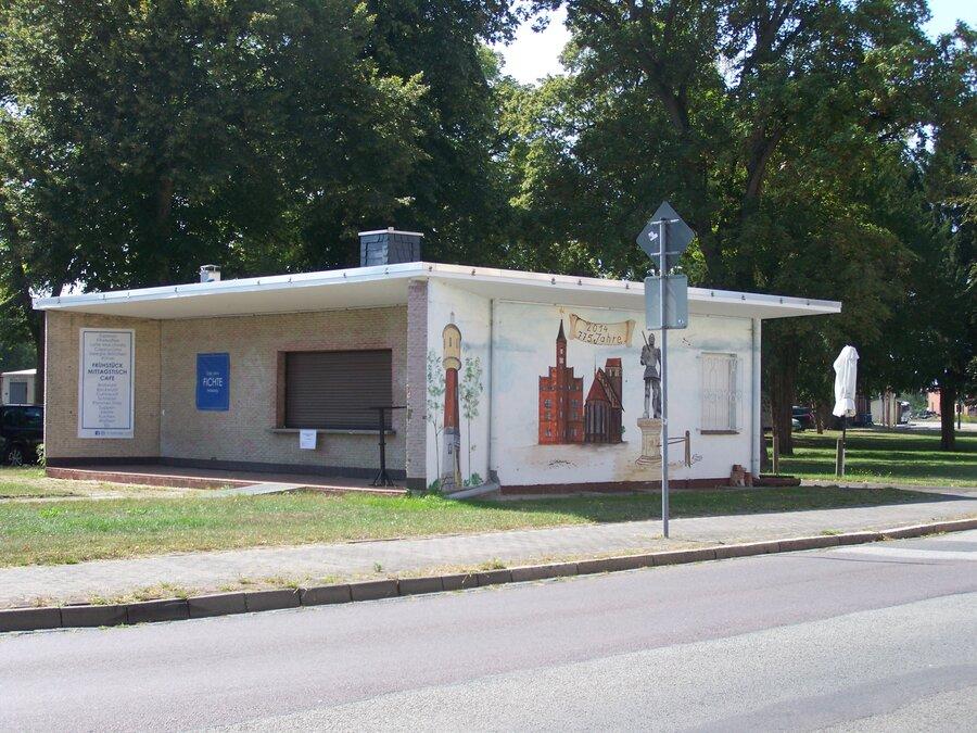 Frontansicht Kiosk am Bahnhof | Stadt Perleberg