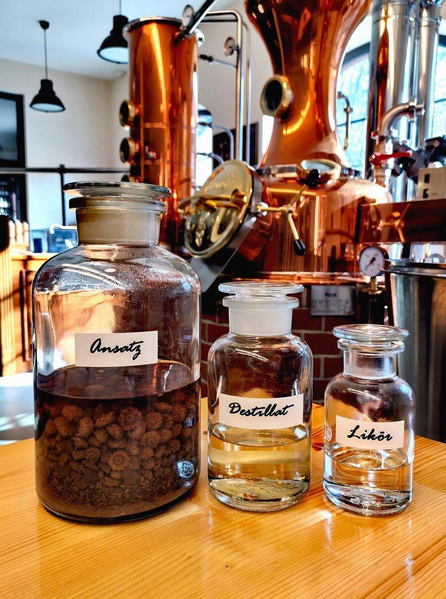Destillation, ©Stephan Becker, Brüssow