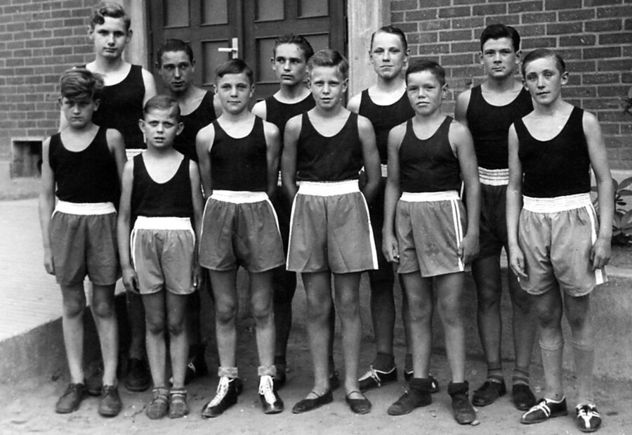 Untere Reihe v.l.n.r.: Voss, Müller, Trepper, Sadlowski, Drafz, Jung Hintere Reihe v.l.n.r.: Höpken, Krissel, Wrobel, Stratmann, Stolzenburg