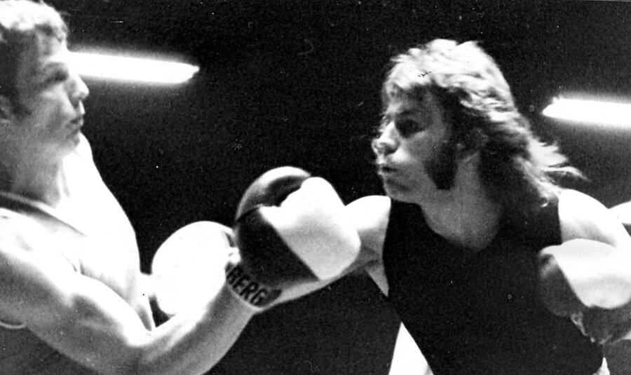 Klaus Grabowski (rechts) der zweite Deutsche Meister der Junioren im Kampf gegen Wagner, den er siegreich gestalten konnte.