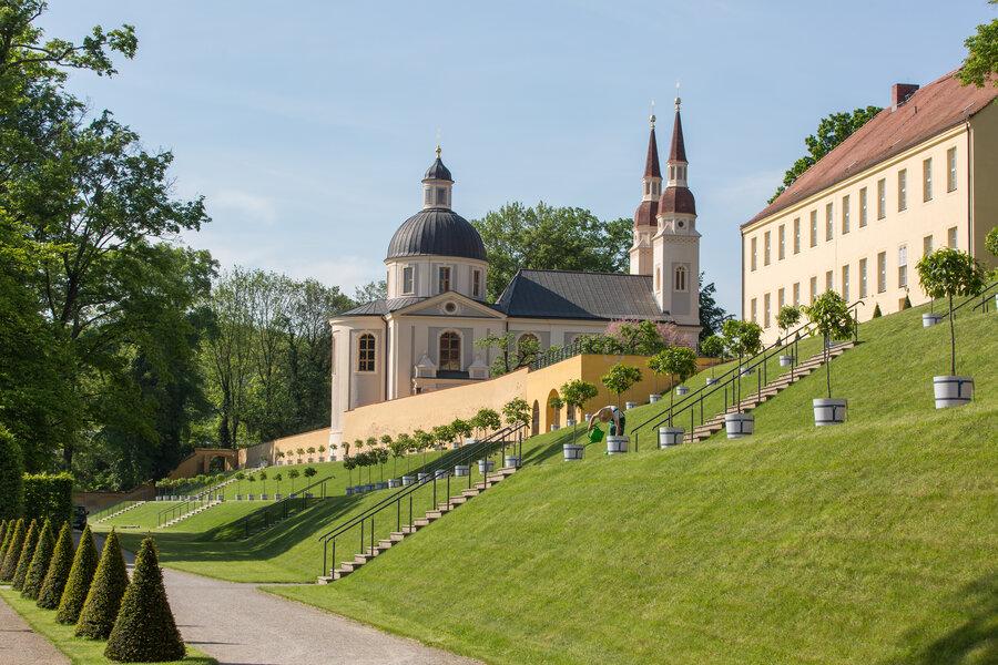 Klostergarten mit Blick auf die Evang. Kirche - Fotograf Seenland Oder-Spree/ Florian Läufer