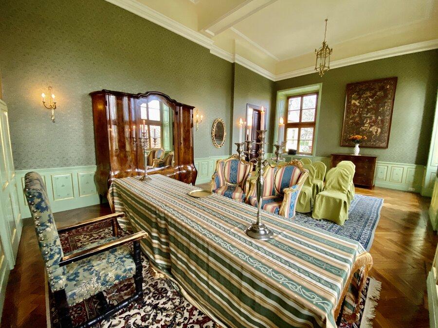 Romantisches Ambiente im grünen Salon