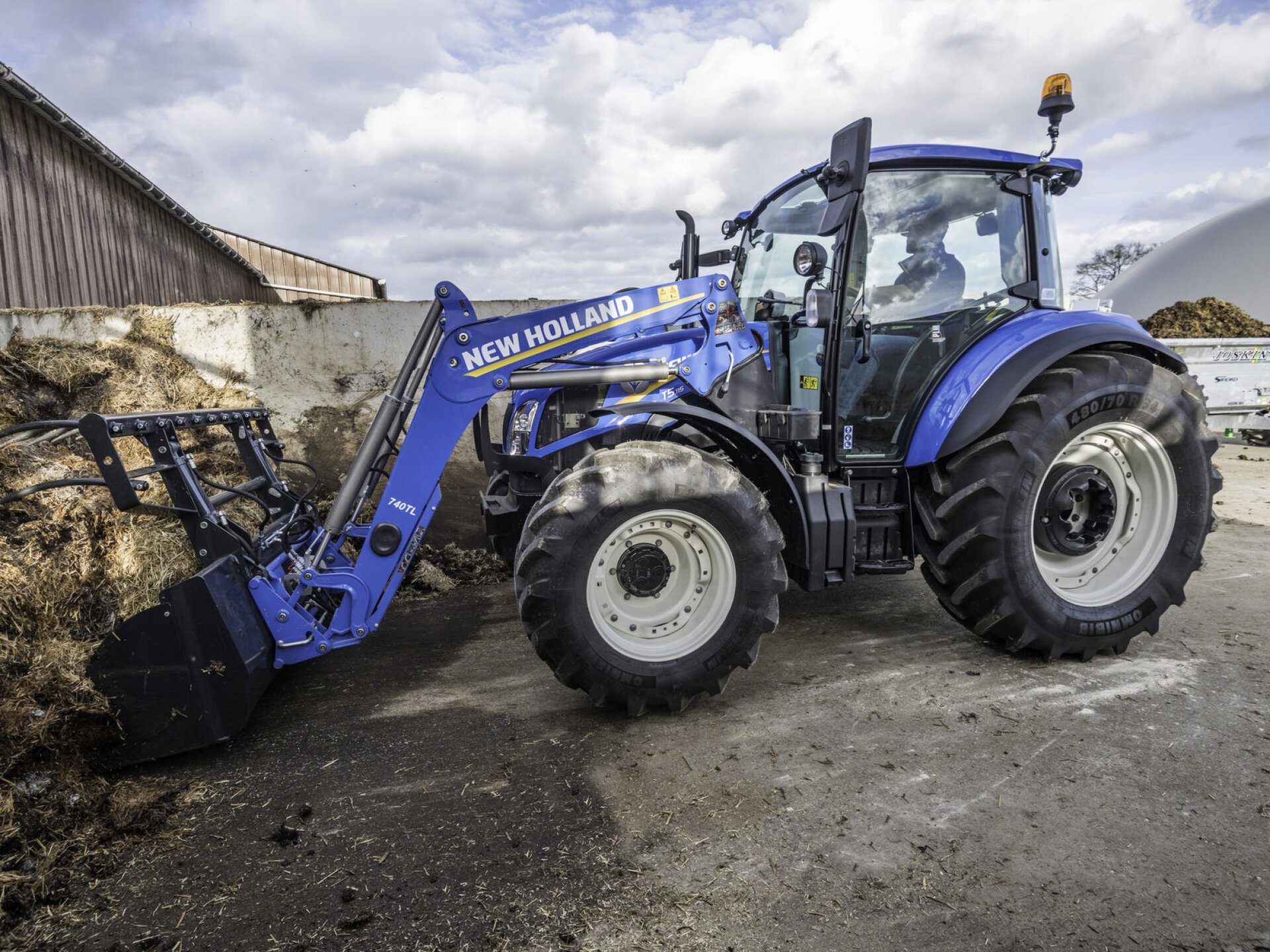 T5_115_Tractor_479271