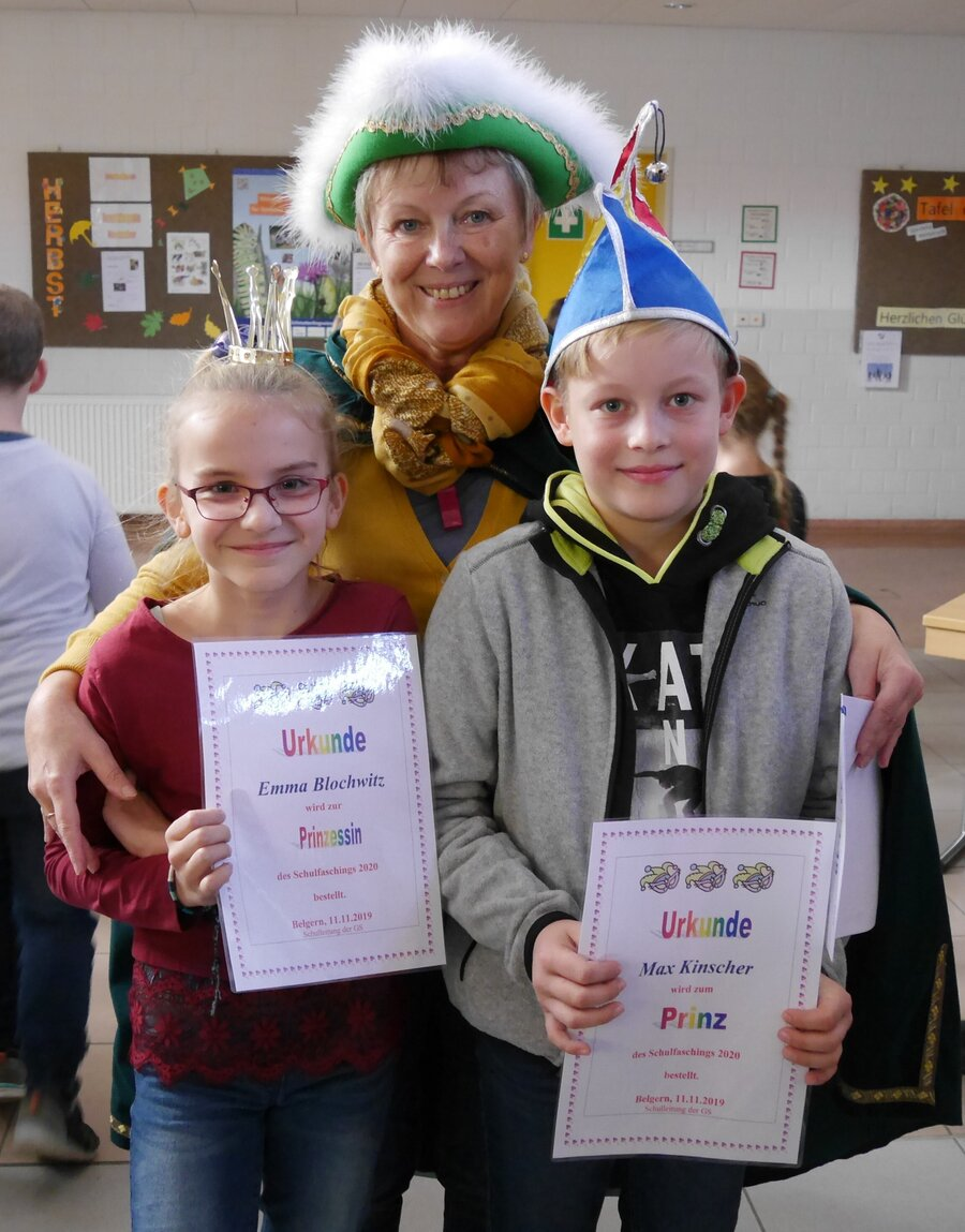 Schulleiterin Frau S. Richter mit unserem Prinzenpaar Emma und Max