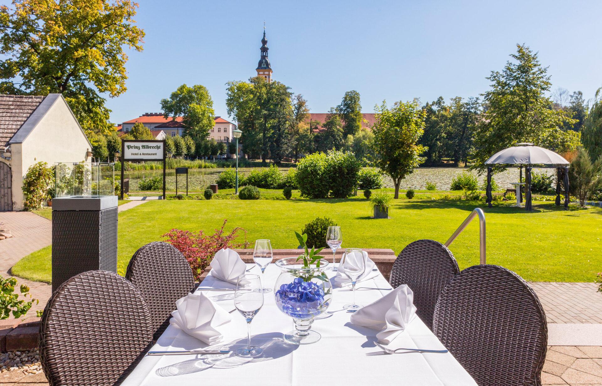 Hotel Prinz Albrecht mit Blick auf das Kloster Foto: Bernd Geller