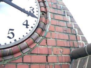 Schaden im Bereich der Turmuhr - März 2012 (Foto: Konzag)
