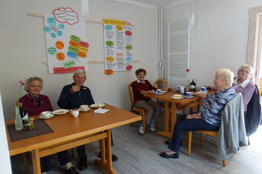 In der Kultur- und Begegnungsstätte: An der Wand die Ideen der Dorfversammlung