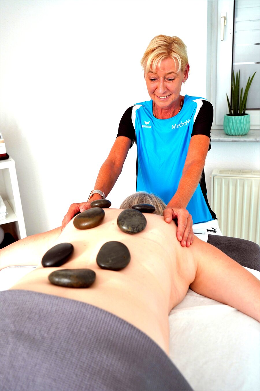 Hot Stone Massage/ Aromamassage