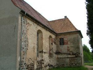 stark beschädigte Fassade - 2011