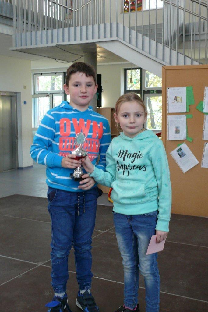 Klasse 3 gewinnt den Pokal Saubere Klasse