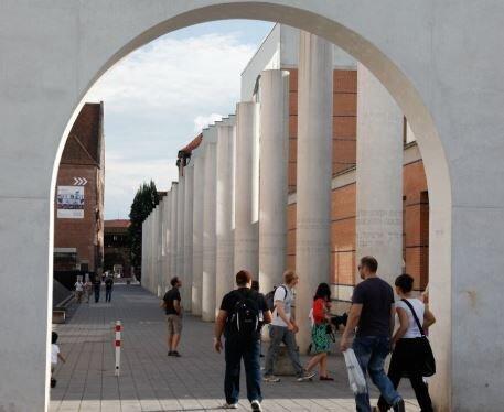Bild zeigt Straße der Menschenrechte in Nürnberg; Foto: Lothar Mantel