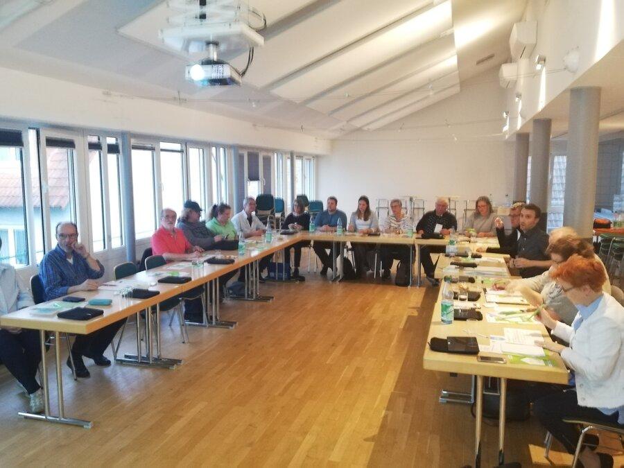 """Dieses Bild zeigt Teilnehmer der Fortbildung """"Digitale Nachbarschaft""""; Foto: Freiwilligenagentur"""