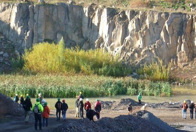 Exkursion in einem Steinbruch