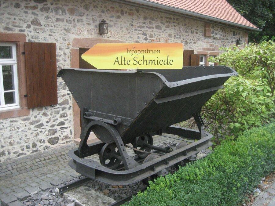 Lore im Schlosshof