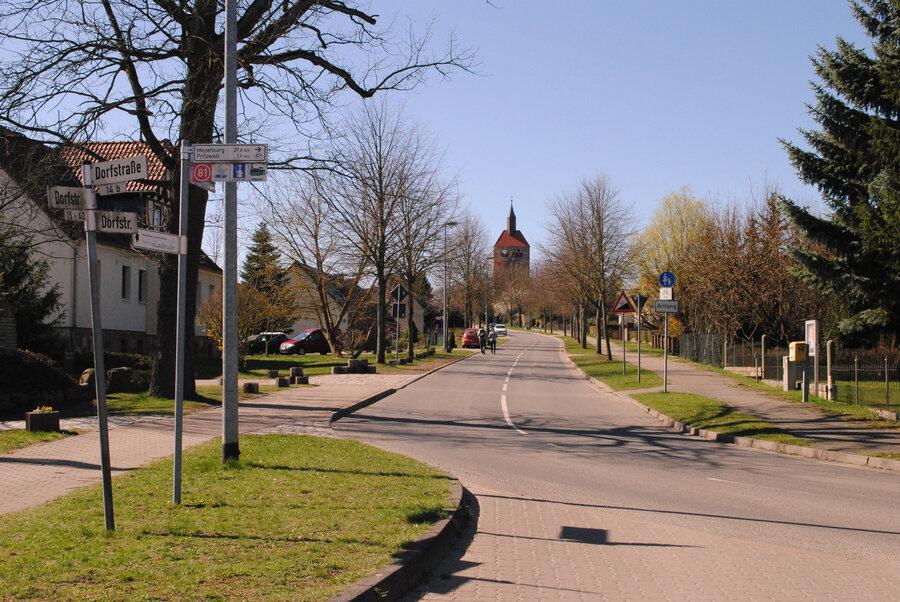 Kirche_und_Dorfansicht-2